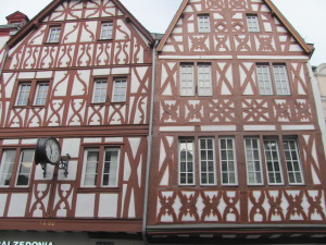 Beautiful half-timbered buildings are to be seen all along the Rhine and Mosel rivers